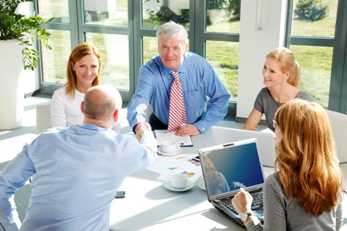pomoc adwokata przy negocjacjach w zawieraniu umów